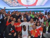 Ahmet Davutoğlu Konyaspor'un maçını izledi