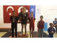 Pursaklar Belediyesi halterde 2 altın madalya daha kazandı