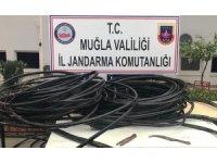 Kabloları keserken suçüstü yakalandılar