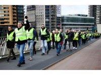 Hollanda'da sarı yelekliler hükümeti protesto etti