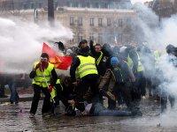 Fransa'da sarı yelekliler 9'uncu haftada da sokaktaydı