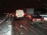 Karabük'te kar yağışı nedeniyle kapanan yol açıldı