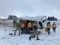 Sivas'ta yolcu otobüsü devrildi: 10 yaralı