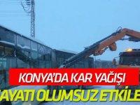 Konya'da kar yağışı hayatı olumsuz etkiledi
