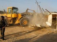 İsrail güçleri Batı Şeria'da Filistinli ailenin evini yıktı