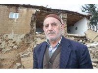 Yağmura dayanamayan evin duvarı yıkıldı