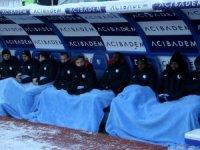 Battaniye ile oturdular