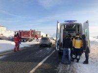 Karlı yollar paletli ambulansla aşılarak Emine nine kurtarıldı