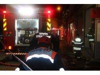 İzmir Kemeraltı'nda çıkan yangın paniğe neden oldu