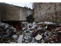 Çöken binanın enkazında kalan kişinin cesedine ulaşıldı