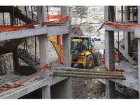 GÜNCELLEME - Göreme'de peribacaları bölgesindeki inşaatın yıkımı