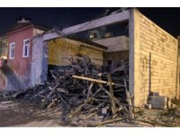 Mersin'de inşaat iskelesi çöktü: 4 yaralı