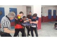 Akhisar'da öğrencilerin bilek güreşi heyecanı