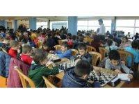 24 Şubat Kurtuluş Kupası satranç turnuvası kıyasıya maçlara sahne oldu