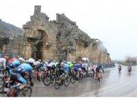 Tour of Antalya'nın 3. etabı sağanak yağmur altında başladı