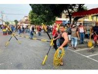 Başkan Maduro, ülkeye yapılan insani yardımları engelliyor
