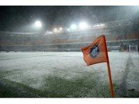 Medipol Başakşehir-Bursaspor maçı tatil edildi