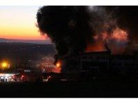 GÜNCELLEME 3 - Arnavutköy'de fabrika yangını