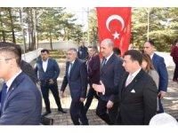 AK Parti Genel Başkan Vekili Kurtulmuş, İnönü Savaşları Bozüyük Şehitliği'ni ziyaret etti