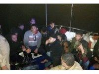 Düzensiz göçmenler Sahil Güvenlik helikopterine yakalandı