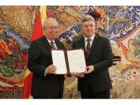 Kuzey Makedonya'dan Marmara Grubu Vakfı Genel Başkanına liyakat nişanı