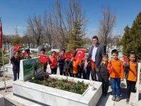 Öğrenciler şehit mezarını ziyaret etti
