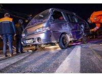 Gaziosmanpaşa'da minibüs devrildi: 3 yaralı