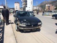 Trafikten men edilen araçla kaza yaptı: 2 yaralı