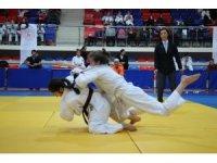 'Okul Sporları Judo Yıldızlar Grup Birinciliği' Karabük'te başladı