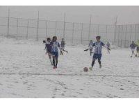 Futbolun sultanları karda mücadele etti