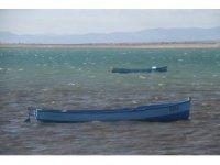 Balıkçıların rüzgara karşı zorlu mesaisi
