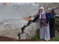 """Heyelan korkusu yaşayan vatandaşlar: """"Geceleri uyumaya korkuyoruz"""""""