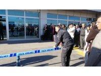 Kayseri Havaalanı'nda silah sesleri duyuldu, yaralı polisler var