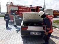 Akaryakıt istasyonunda araç alev aldı, faciadan dönüldü