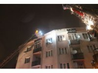 Eyüpsultan'da bir apartman çatısı alev alev böyle yandı