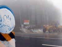 Kar ve sis ulaşımı etkiledi... Bolu'da nisan sürprizi! Kar yağmaya başladı...