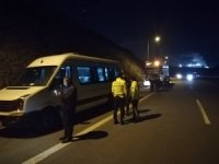 Bursaspor taraflarını taşıyan minibüs, tır ile çarpıştı: 10 yaralı