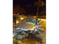 Muğla'da otomobil refüje çarptı: 1 ölü, 2 yaralı