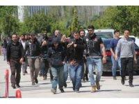 Torbacı operasyonunda gözaltına alınanlar adliyeye sevk edildi