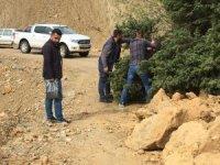 Kozluk'ta heyelan nedeniyle köy yolları ulaşıma kapandı