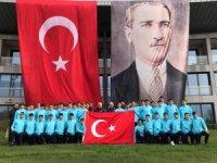 U14 Milli Futbol Takımı'ndan 23 Nisan Kutlaması