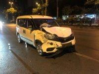 Beşiktaş'ta ticari aracın çarptığı otomobil takla attı; 2 yaralı