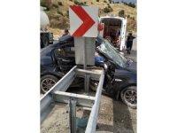 Otomobil bariyere çarptı: 1 ölü, 1 yaralı