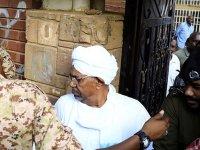 Sudan'ın devrik lideri Beşir, hakim karşısında