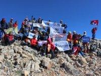 Seydişehirli dağcılar Aydos'un zirvesine tırmandı