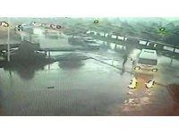 Ucuz atlatılan kaza anbean güvenlik kamerasına yansıdı