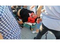 Otomobille çarpışan motosiklet ikiye bölündü: 2 ağır yaralı