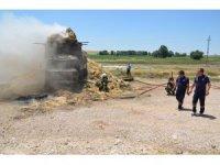 Balya yüklü kamyon elektrik tellerine takıldı, alev alev yandı
