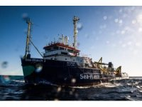 Göçmenlerin bulunduğu gemi İtalya karasularına girdi
