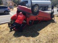Direksiyon hakimiyetini kaybeden sürücü otomobiliyle takla attı